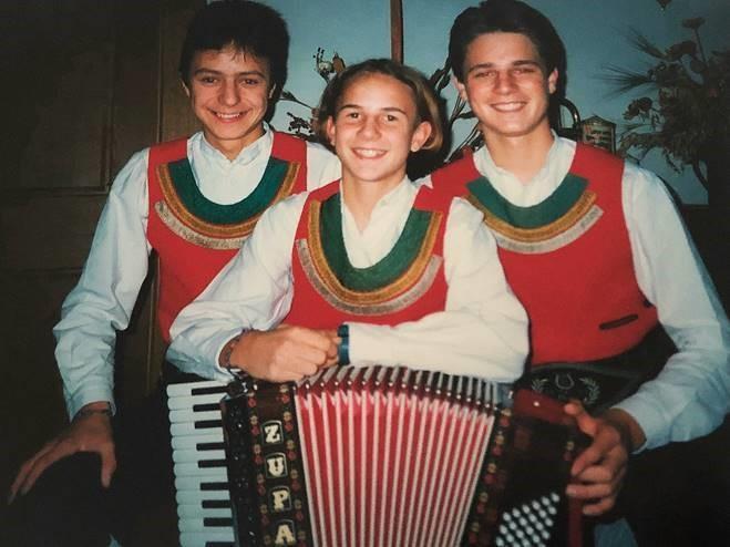 Die jungen Zillertaler bei ihrem ersten Auftritt 1993. (C) Die jungen Zillertaler