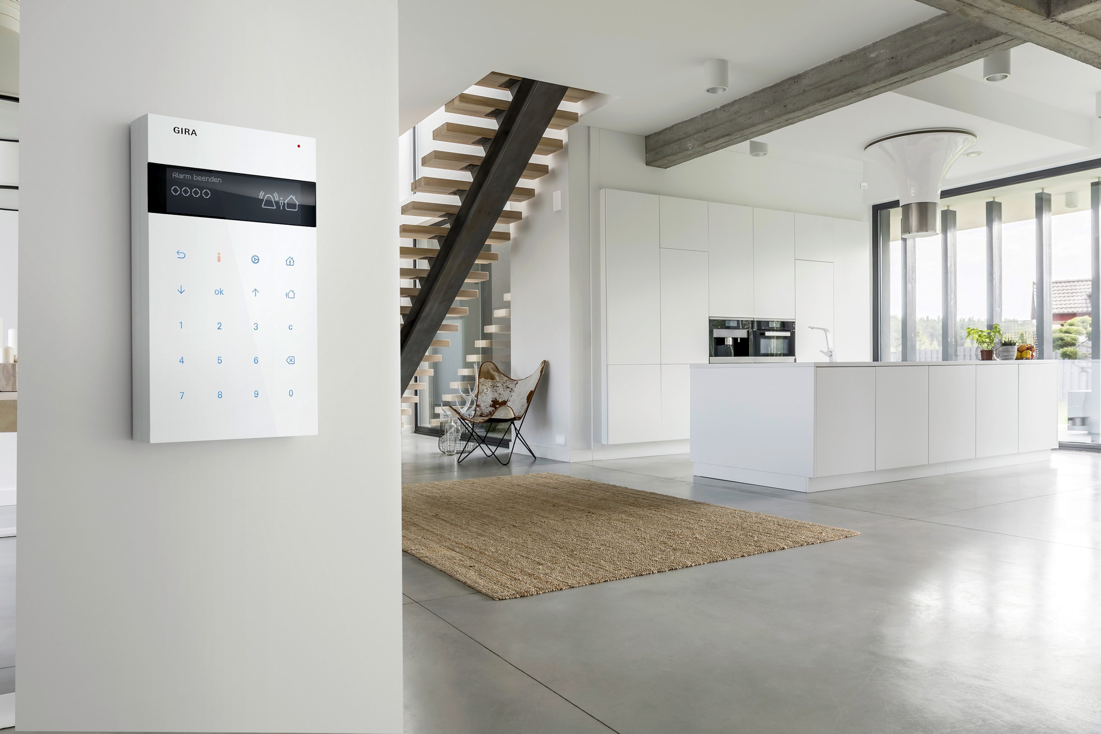 Alarm Connect von Gira - Steuerungseinheit im Wohnberecih